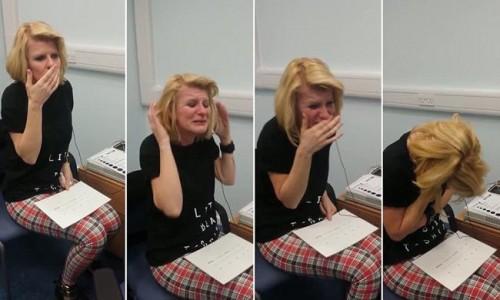 H στιγμή που μια γυναίκα 40 ετών ακούει για πρώτη φορά! (βίντεο)