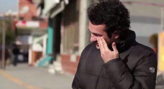 Μια ολόκληρη γειτονιά μαθαίνει κρυφά Νοηματική Γλώσσα για να κάνει έκπληξη σε έναν κωφό