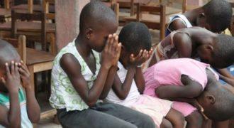 Παιδιά στη Ζάμπια βλέπουν για πρώτη φορά καθαρό νερό. Οι αντιδράσεις τους είναι συγκλονιστικές!