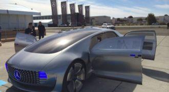 Στο δρόμο με το αυτόνομο πρωτότυπο Mercedes-Benz F015 (video)