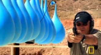 Πόσα μπαλόνια με νερό χρειάζονται για να σταματήσουν μια σφαίρα; (βίντεο)