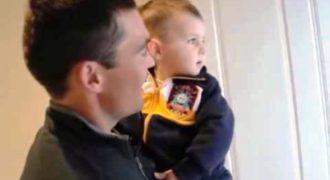 Αυτός ο μπόμπιρας βλέπει για πρώτη φορά τον δίδυμο αδερφό του μπαμπά του! Η αντίδραση του; Θα σας κάνει να χαμογελάσετε!