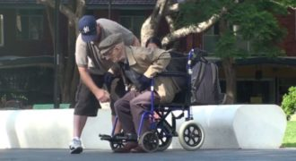 Ο παππούς που τρέλανε κόσμο και άφησε τους πάντες με ανοιχτό το στόμα! (Video)