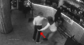 Μια σερβιτόρα έβγαλε νοκ άουτ πελάτη που την παρενοχλούσε!