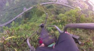 Μια σκάλα 4000 σκαλοπατιών υπόσχεται να σας πάει στον παράδεισο! Εικόνες που μαγεύουν…