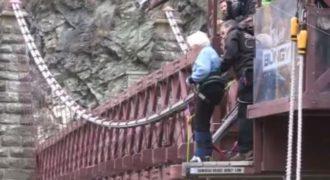 Γιαγιά 91 ετών γιόρτασε τα γενέθλιά της με… bungee jumping! (Video)