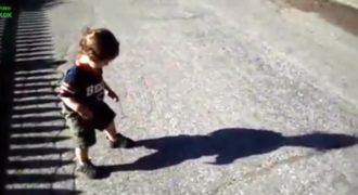 Όταν τα Παιδιά Βλέπουν την Σκιά τους για Πρώτη Φορά!