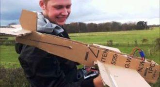 Όλοι όσοι γελούσαν με το Χάρτινο Αεροπλάνο αυτού του αγοριού, Ζαλήστηκαν μόλις το είδαν στον αέρα!