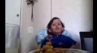 Αυτό το μικρό αγόρι έκανε την μητέρα του να δακρύσει. Ακούστε τι της είπε! (Video)