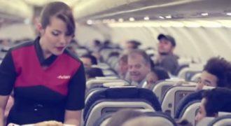 Όλοι οι επιβάτες του αεροπλάνου την κοιτούσαν περίεργα και οι αεροσυνοδοί επίσης. Ο λόγος; ΑΝΕΚΤΙΜΗΤΟΣ…