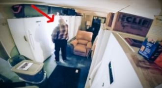 Στο διαμέρισμα που ζει, έχει 17 τεράστια ψυγεία. Ο λόγος; συγκλονιστικός!