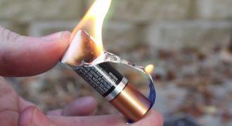 Ο «Αναπτήρας της φυλακής» Άναψε Φωτιά με μια μια Μπαταρία και μια Τσίχλα! (Βίντεο)