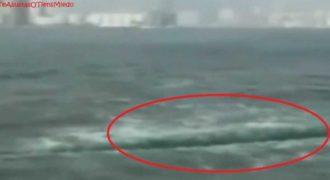 Η θάλασσα άνοιξε στα… δύο…Περιμένοντας τον… Μωυσή! (video)