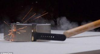 Tι θα συμβαίνει όταν βάλεις ένα ρολόι των 9.000 ευρώ ανάμεσα σε δυο πανίσχυρους μαγνήτες;