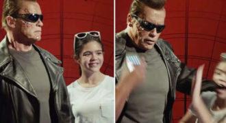 Έβγαζαν selfies με το κέρινο ομοίωμα του Terminator, κάτι συνέβη όμως που τους έκανε να τρέχουν σαν τρελοί!