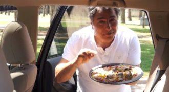 Αφήνει μια άψητη πίτσα μέσα στο αυτοκίνητο. Μετά από 30 λεπτά; Θα σας σοκάρει!