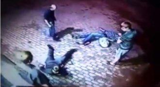 Δύο άνδρες προσπαθούν να ληστέψουν έναν ηλικιωμένο άντρα, αλλά αυτός τους επιφυλάσσει μια έκπληξη! Που να ήξεραν ότι  είναι ένας πρώην μποξέρ