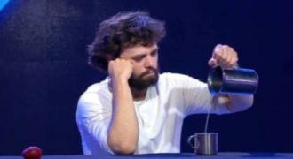 Ο ταχυδακτυλουργός με τα πιο γρήγορα χέρια στον κόσμο (βίντεο)