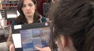 Μια μητέρα 4 παιδιών ανύπαντρη ξέμεινε από χρήματα σε Σούπερ Μάρκετ και μια κρυφή κάμερα κατέγραψε τις αντιδράσεις άγνωστων πελατών