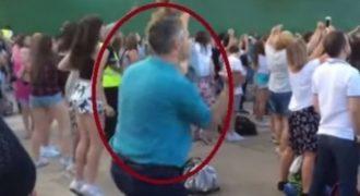 ΤΡΕΛΟ ΓΕΛΙΟ: Μη χάσεις απ΄τα μάτια σου τον τύπο με το μπλε μπλουζάκι!!! (ΒΙΝΤΕΟ)