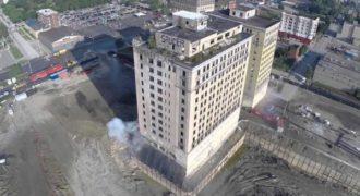 H κατεδάφιση ενός παλαιού κτιρίου μέσα από τα «μάτια» ενός Drone
