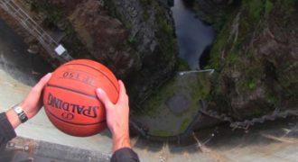 Ρίχνουν μια μπάλα μπάσκετ από ένα φράγμα, δεν περίμεναν όμως με τίποτα να συμβεί αυτό!