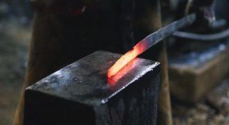 Κατάνα: Δείτε πως φτιάχνονται τα παραδοσιακά σπαθιά των σαμουράι!