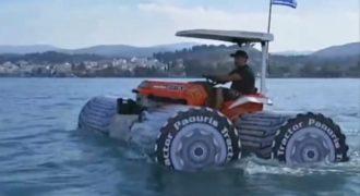 Απίστευτη πατέντα: Αμφίβιο τρακτέρ οργώνει τις θάλασσες