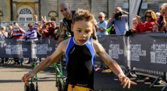 8χρονο αγοράκι με εγκεφαλική παράλυση μας χάρισε τον πιο θεαματικό τερματισμό στο τρίαθλο που είδαμε ποτέ!