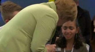 Σόκαρε και τη Γερμανία: Η Μέρκελ κάνει μικρή Παλαιστίνια να κλαίει -Δείτε γιατί [βίντεο]