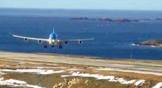Μια καταπληκτική προσγείωση αεροπλάνου Airbus A-340 με πολύ δυνατό πλευρικό άνεμο!