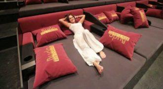 Η νέα μόδα στο σινεμά είναι… ξαπλωτή!
