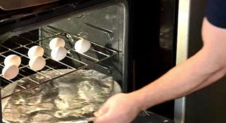 Τοποθετεί αλουμινόχαρτο στο φούρνο και βάζει τα αυγά από πάνω. Το αποτέλεσμα; ΦΑΝΤΑΣΤΙΚΟ!