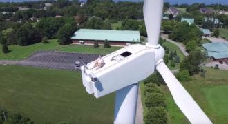 Ένα drone του διακόπτει την ηλιοθεραπεία!