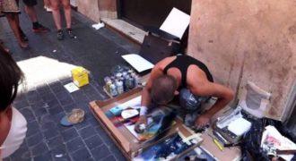 Αυτός ο καλλιτέχνης στους δρόμους της Ρώμης δημιουργεί κάτι εκπληκτικό που δεν έχετε ξαναδεί (Video)