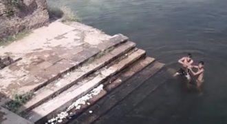 Δύο αγόρια έπαιζαν σε μια λίμνη, όταν ξαφνικά πέρασε τρέχοντας από την προβλήτα… Ανατριχιάσαμε!