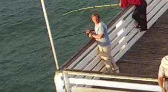 Ψαράς έριξε πετονιά και πέτυχε το… drone! (Video)