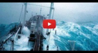 Πλοία «παλεύουν» με τεράστια κύματα σε ένα εντυπωσιακό βίντεο