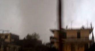 Η στιγμή που ο ανεμοστρόβιλος χτυπά τη Λακωνία (βίντεο)
