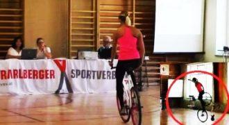 (Βίντεο) Εκπληκτικό Ταλέντο! Δείτε τα απίστευτα κόλπα της σε ένα ποδήλατο!