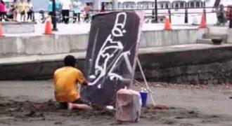 Κανείς δεν κατάλαβε τι ζωγραφίζει αυτός ο καλλιτέχνης, μέχρι που γύρισε τον πίνακα ανάποδα…