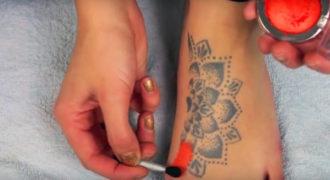 Πώς να καλύψετε ένα ανεπιθύμητο τατουάζ μέσα σε λίγα λεπτά