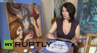 Μην το χάσετε: Η γυναίκα που ζωγραφίζει τον Πούτιν με το πληθωρικό… στήθος της (Βίντεο)
