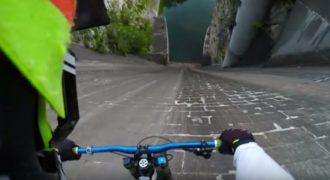 Δείτε τι συνέβει όταν ένας Αθλητής ποδηλασίας πήρε φόρα και έπεσε μέσα σε ένα φράγμα γεμάτο με νερό. (Βίντεο)