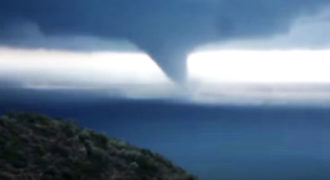 Ένα σπάνιο βίντεο από υδροστρόβιλο στα Μέθανα της Πελοποννήσου