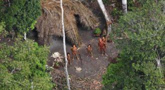 Ο φακός του BBC «αιχμαλωτίζει» μία ξεχασμένη φυλή του Αμαζονίου!