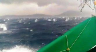Χαλάζι σε μέγεθος αυγού έπεσε στη νότια Ιταλία! Δείτε το βίντεο που έβγαλαν ψαράδες…
