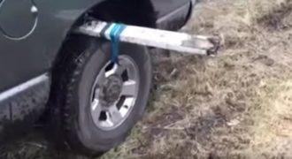 Η αλάνθαστη μέθοδος για να βγάλετε το αυτοκίνητο σας από την λάσπη.