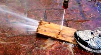 Κι όμως γίνεται! Κόβει ξύλα χρησιμοποιώντας… νερό [video]