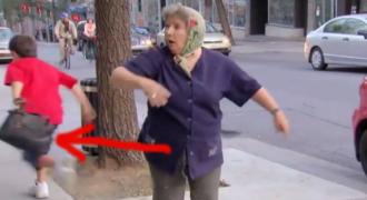 Ένας μικρός κλέφτης, αρπάζει την τσάντα αυτής της κυρίας και αρχίζει να τρέχει. Μετά από λίγο, όλοι παγώνουν… (Βίντεο)